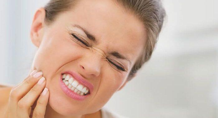 Causas y consecuencias de apretar los dientes