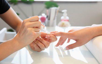 Consecuencias de pintarse las uñas: Efectos nocivos y consejos
